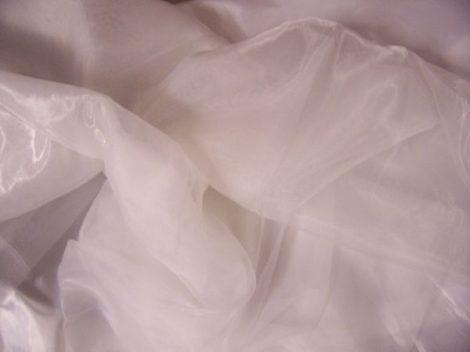 fehér organza anyag (1,5 m széles)