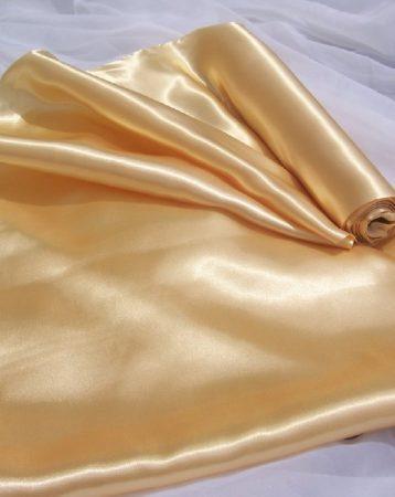 Szatén futó (15 cm * 9,1 m) arany
