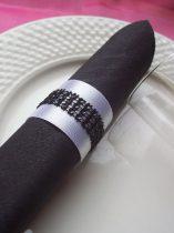 strasszos szalvétagyűrű, fekete-fehér