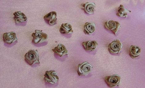szatén rózsafej 1,2 cm, cappuccino (50 db)