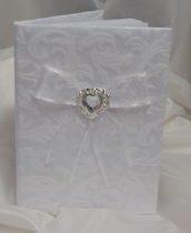 fehér, hímzett brokát vendégkönyv ezüst pillangóval