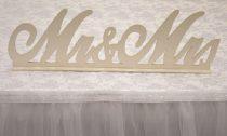 Mr. és Mrs. fatábla asztaldísz, fehér (50*15 cm)