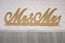 Mr. és Mrs. fatábla asztaldísz, natúr (30*9 cm)