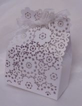 vendégajándék dobozka csipkézett, virágos -606386