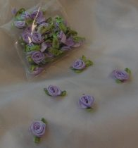 szatén rózsafej levélkével, v.lila (kb. 50 db)