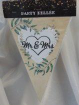 esküvői zászlógirland, Mr. és Mrs. (8 db zászló+4 m szalag)